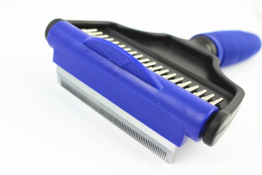 Top 3 Best Deshedding Tools For Your Cat