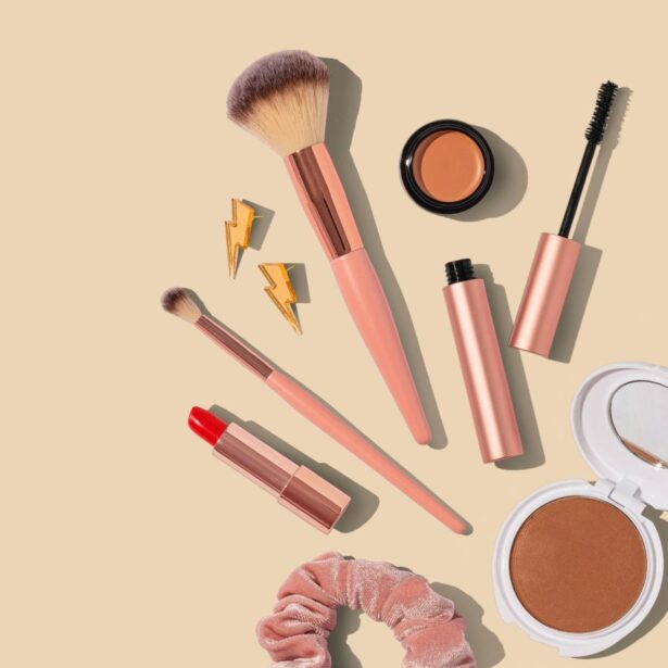 putting makeup like a professional at home